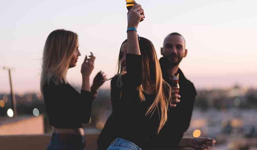 Можно ли пить алкоголь несовершеннолетними?